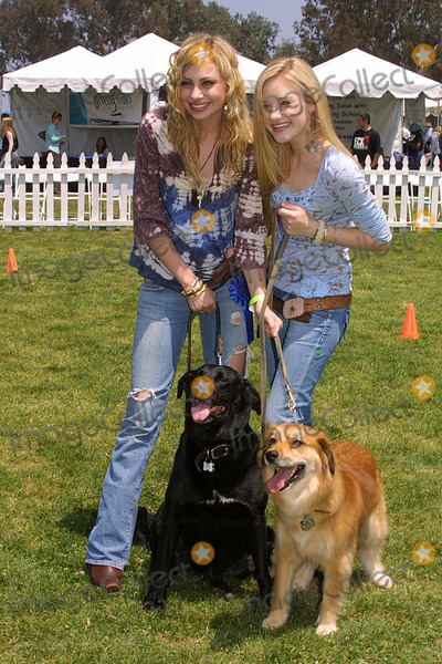 A J Michalka Photo - Alyson (Aly) Michalka and Amanda (AJ) Michalkaat the Nuts For Mutts Dog Show Pierce College Woodland Hills CA 04-30-06