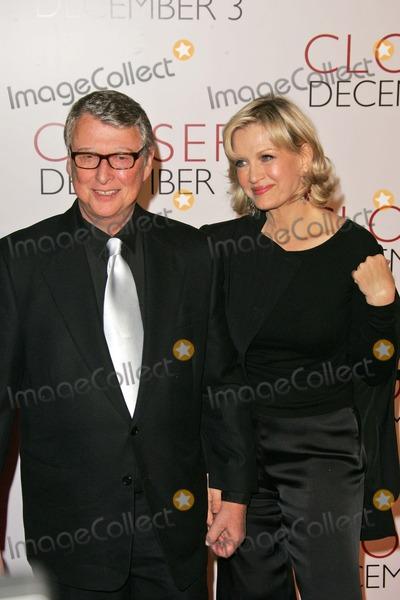 Diane Sawyer Photo - Mike Nichols and Diane Sawyer at the Closer Premiere Mann Village Theatre Westwood CA 11-22-04