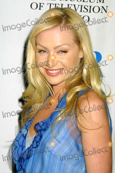 Arrested Development Photo - Portia de Rossi at the 21st Annual William S Paley Television Festival featuring Arrested Development at the Directors Guild of America Los Angeles CA 03-11-04