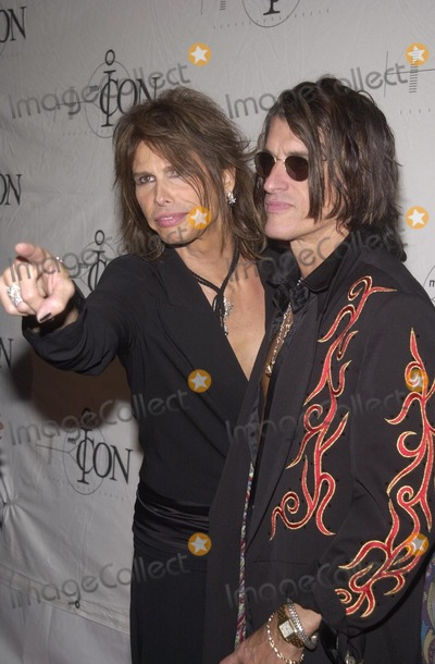 Aerosmith Photo - Steven Tyler and Joe Perry of Aerosmith at the 2002 MTV ICON Awards honoring Aerosmith Sony Studios Culver City 04-14-02