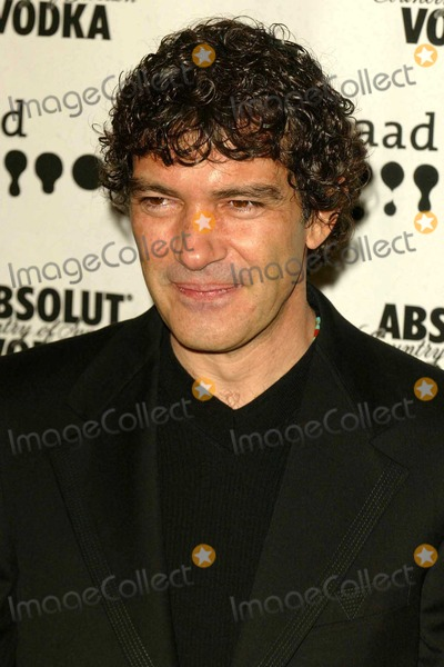Antonio Banderas Photo - Antonio Banderas at the 15th Annual GLAAD Media Awards in the Kodak Theatre in the Hollywood  Highland Complex Hollywood CA 03-27-04