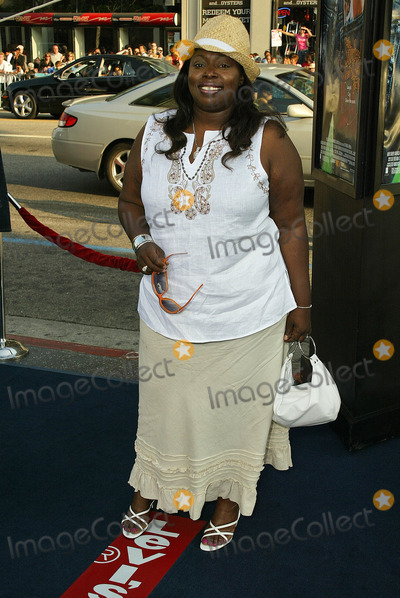 Angie Stone Photo - Angie Stoneat the World Premiere of Warner Bros The Sisterhood of the Traveling Pants at the Chinese Theater Hollywood CA 05-31-05