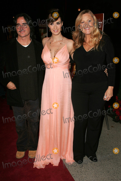 Paz Vega Photo - Brad Silberling with Paz Vega and Lori McCrearyat the premiere of 10 Items Or Less Paramount Theater Los Angeles CA 11-27-06