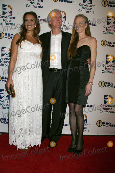 Jessica James Photo - Jessica Alba James Cameron and wife Suzy Amisat the Covenant House California 2011 Gala and Awards Dinner Skirball Cultural Center Los Angeles CA 06-09-11