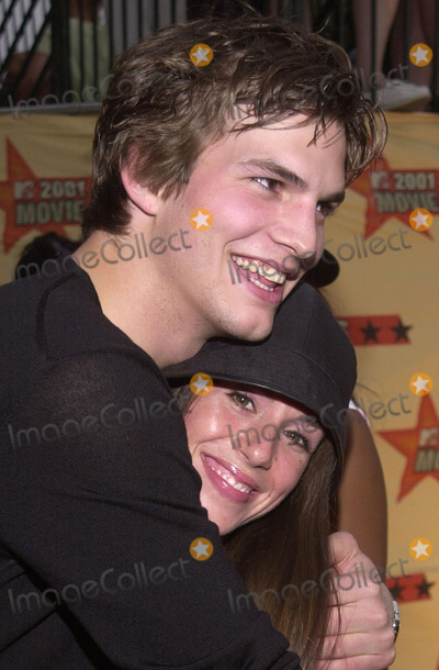 Ashton Kutcher Photo -  Ashton Kutcher and Soleil Moon Frye at the 2001 MTV Movie Awards Shrine Auditorium Los Angeles 06-02-01
