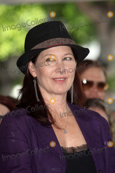 Kathy Valentine Photo - Kathy Valentineat the Go-Gos induction into the Hollywood Walk of Fame Hollywood CA 08-11-11