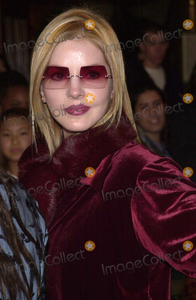 Priscilla Presley Photo - Priscilla Presley at the premiere of Waner Brothers Harry Potter and the Sorcerors Stone at Manns Village Westwood 11-14-01