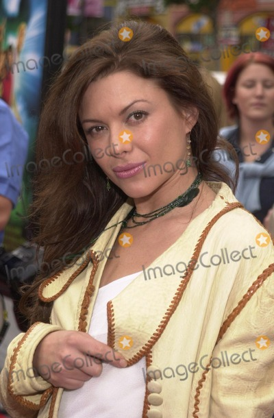 Scooby Doo Photo - Kari Wuhrer at the premiere of Warner Brothers Scooby Doo at the Chinese Theater Hollywood 06-08-02