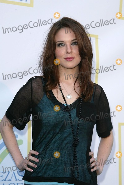 Anna Nalick Photo - Anna Nalickat the opening of Leezas Place Care Center Leezas Place Care Center Hollywood CA 04-21-06