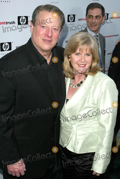Al Gore Photo - Al Gore and Tipper Goreat the Los Angeles Premiere of An Inconvenient Truth Directors Guild of America Los Angeles CA 05-16-06