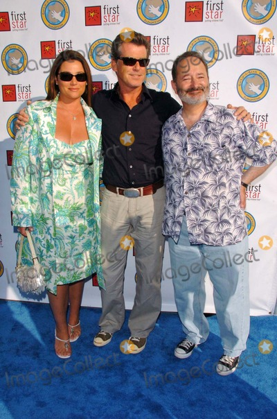 Keely Shaye-Smith Photo - Keely Shaye Smith with Pierce Brosnan and Peter Samuelsonat First Stars Celebration For Childrens Rights Benefit Santa Monica Barker Hanger Santa Monica CA 06-03-06