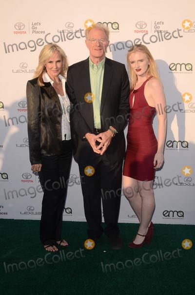 Ed Begley Jr Photo - Ed Begley Jr and familyat the 27th Environmental Media Awards Barker Hangar Santa Monica CA 09-23-17
