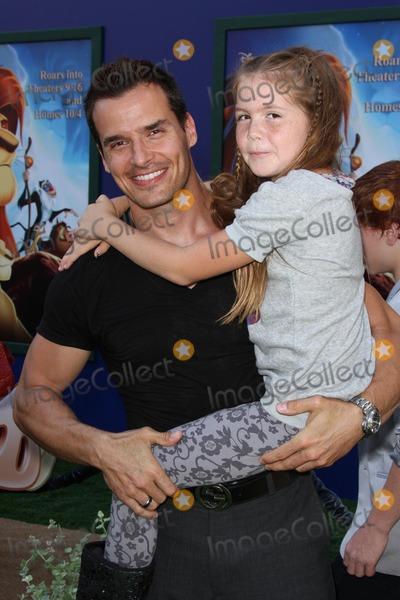 Antonio Sabato Jr Photo - Antonio Sabato Jr daughter Minaat The Lion King 3D Los Angeles Premiere El Capitan Hollywood CA 08-27-11