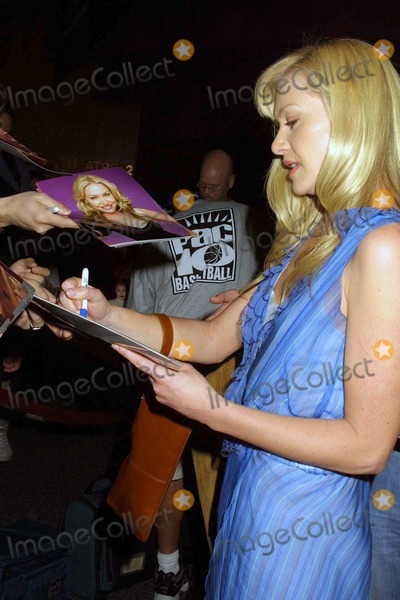 Arrested Development Photo - Portia de Rossi signs autographs for fans at the 21st Annual William S Paley Television Festival featuring Arrested Development at the Directors Guild of America Los Angeles CA 03-11-04