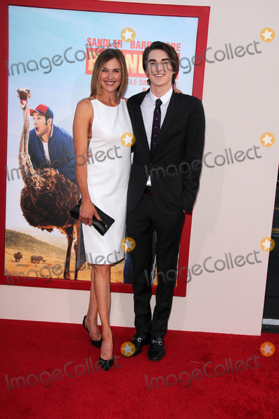 Brenda Strong Photo - LOS ANGELES - MAY 21  Brenda Strong Zak Henri at the Blended Premiere at TCL Chinese Theater on May 21 2014 in Los Angeles CA