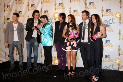 Kiowa Gordon Photo - (L-R) Xavier Samuel Chaske Spencer Jackson Rathbone Kiowa Gordon Nikki Reed Peter Facinelli and Elizabeth Reaser pose in the press room with the Best Movie award for Twilight Sagain the press room of the MTV Movie Awards 2010Gibson AmpitheaterLos Angeles CAJune 6 20102010 Kathy Hutchins  Hutchins Photo