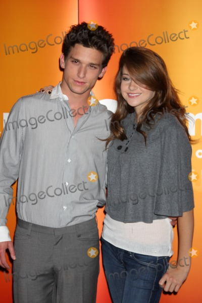 Daren Kagasoff Photo - Daren Kagasoff  Shailene Woodley  at the Disney  ABC Television Group Summer Press Junket at the ABC offices in Burbank CA  on May 29 2009