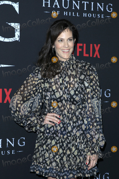 Annabeth Gish Photo - LOS ANGELES - OCT 8  Annabeth Gish at the The Haunting Of Hill House Season 1 Premiere at the ArcLight Theater on October 8 2018 in Los Angeles CA