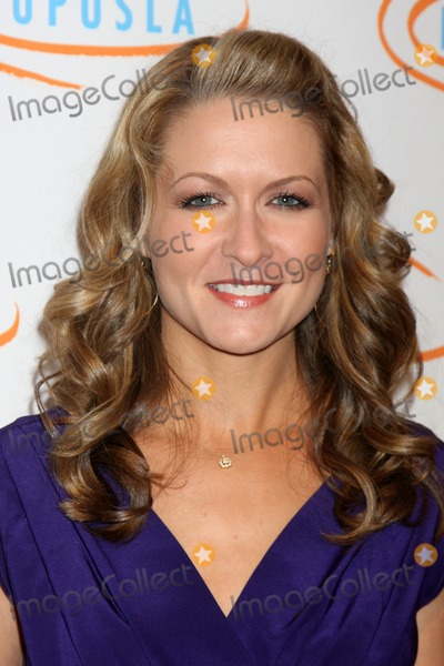 Ali Hillis Photo - Ali Hillisarriving at the 7th Annual Lupus LA Bag Ladies Luncheon Beverly Wilshire HotelBeverly Hills  CANovember 18 2009
