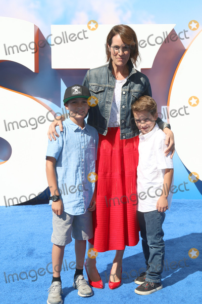 Annabeth Gish Photo - LOS ANGELES - SEP 17  son Annabeth Gish at the Storks Premiere at the Village Theater on September 17 2016 in Westwood CA