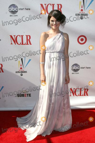 Selena Gomez Photo - Selena Gomez arriving at the ALMA Awards in Pasadena CA onAugust 17 2008