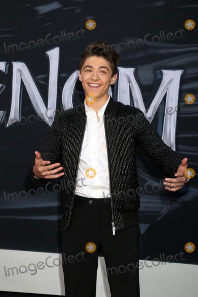 Asher Angel Photo - LOS ANGELES - OCT 1  Asher Angel at the Venom Premiere at the Village Theater on October 1 2018 in Westwood CA