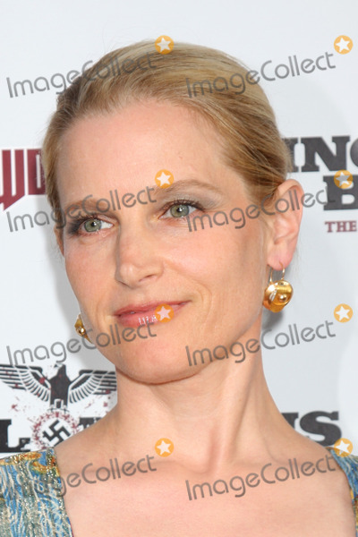Bridget Fonda Photo - Bridget Fonda arriving at the LA Premiere of Inglourious Basterds at Graumans Chinese Theater in Los Angeles CA  on August 10  2009