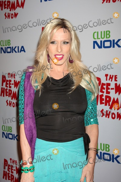 Alexis Arquette Photo - Alexis Arquettearriving at the The Pee Wee Herman Show Opening NightClub NokiaLos Angeles CAJanuary 20 2010