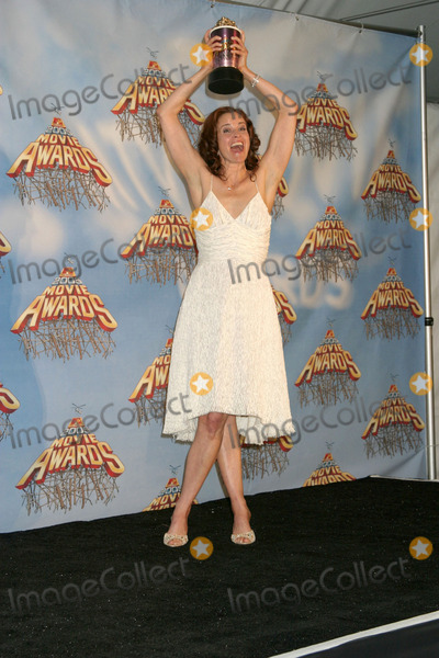 Ally Sheedy Photo - Ally Sheedy in the press room after winning a special award for the classic movie The Breakfast Club at the MTV Movie Awards at the Shrine Auditorium Los Angeles CAJune 4 2005