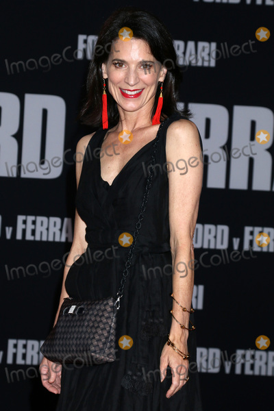 Perrey Reeves Photo - LOS ANGELES - NOV 4  Perrey Reeves at the Ford v Ferrari Premiere at TCL Chinese Theater IMAX on November 4 2019 in Los Angeles CA