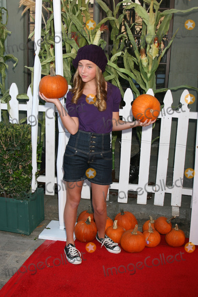 Madison Davenport Photo - Madison Davenport arriving to the Camp Ronald McDonald Event on the backlot of Universal Studios in Los Angeles CA  onOctober 26 2008
