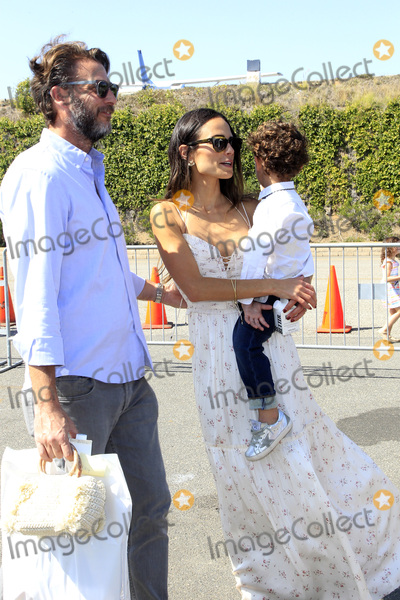 Andrew Form Photo - LOS ANGELES - OCT 8  Andrew Form Jordana Brewster Julian Form Brewster at the PS ARTS Express Yourself 2017 at the Barker Hanger on October 8 2017 in Santa Monica CA