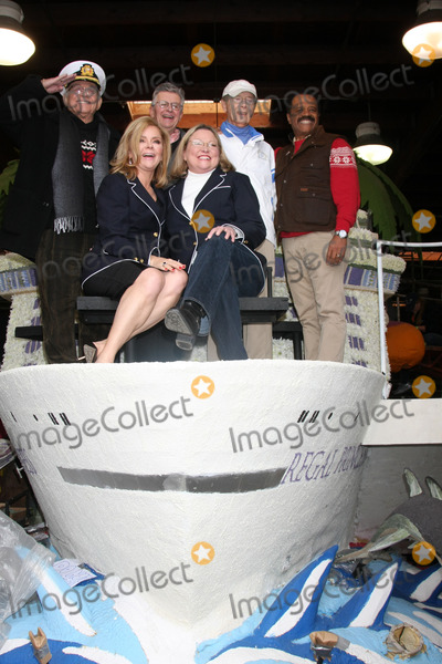 Lauren Tewes Photo - LOS ANGELES - DEC 30  Back Row  L -R Gavin MacLeod Fred Grandy Bernie Kopell Ted Lange  Front row (L-R) Jill Whelan Lauren Tewes at the Original Love Boat Cast decorates Princess Cruises Rose Parade Float at a Rosemont Pavilion on December 30 2014 in Pasadena CA