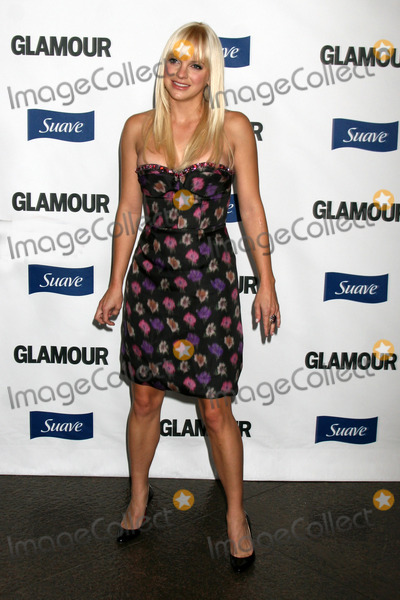 Anna Farris Photo - Anna Farris arriving at the Glamour Reel Moments Premieres of a Series of Short Films Written  Directed by Women in Hollywood at the Directors Guild Theater in Los Angeles CAOctober 14 2008