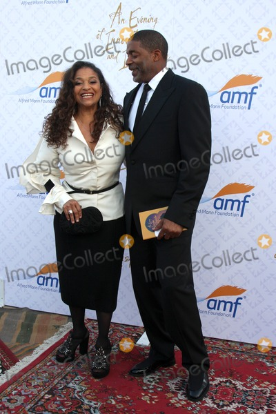 Alfred Mann Photo - LOS ANGELES - OCT 13  Debbie Allen Norm Nixon at the 10th Alfred Mann Foundation Gala at Robinson-May Lot on October 13 2013 in Beverly Hills CA
