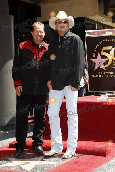 Alan Jackson Photo - Shawn Parr Alan JacksonAlan Jackson receives the 2405th star on the Hollywood of FameHollywood  HighlandLos Angeles CAApril 16 2010
