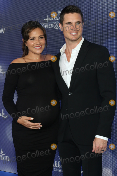 Amel Photo - LOS ANGELES - JUL 26  Italia Ricci Robbie Amell at the Hallmark Summer 2019 TCA Party at the Private Residence on July 26 2019 in Beverly Hills CA
