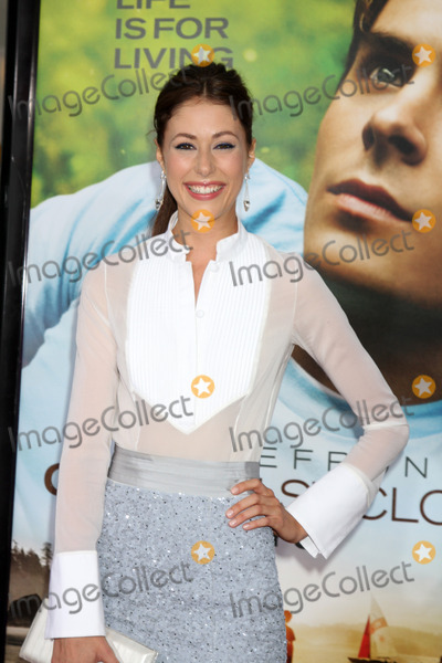 Amanda Crew Photo - LOS ANGELES - JUL 20  Amanda Crew arrives at the Charlie St Cloud Premiere at Village Theater on July20 2010 in Westwood CA