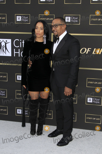 Timbaland Photo - LOS ANGELES - OCT 12  Monique Idlett Timbaland at the City of Hope Gala at the Barker Hanger on October 12 2018 in Santa Monica CA