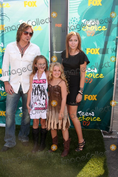 Noah Cyrus Photo - Billy Ray Cyrus Noah Cyrus Emily Grace and Brande Cyrus arriving  at the Teen Choice Awards 2009 at Gibson Ampitheater at Universal Studios Los Angeles CA  on August 9  2009