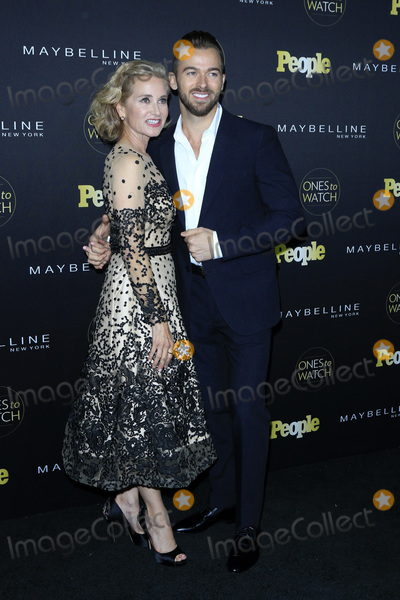 Artem Chigvintsev Photo - LOS ANGELES - OCT 13  Maureen McCormick Artem Chigvintsev at the Peoples One to Watch Party at the EP  LP on October 13 2016 in Los Angeles CA