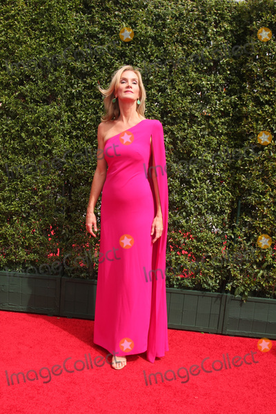 Beth Littleford Photo - LOS ANGELES - SEP 12  Beth Littleford at the Primetime Creative Emmy Awards Arrivals at the Microsoft Theater on September 12 2015 in Los Angeles CA