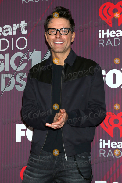 Estelle Photo - LOS ANGELES - MAR 14  Bobby Bones Bobby Estell at the iHeart Radio Music Awards - Press Room at the Microsoft Theater on March 14 2019 in Los Angeles CA