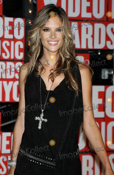 Alesandra Ambrosio Photo - New York NY 9-13-2009Alesandra AmbrosioMTVs VMA Awards Radio City Music HallPhoto by Art Trainor-PHOTOlinknet