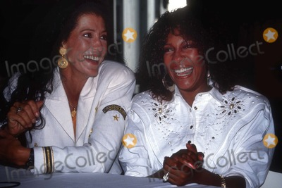 Rita Coolidge Photo - Rita Coolidge Mary Wilson4437JPGCelebrity Archaeology1986 FILE PHOTONew York NYRita Coolidge Mary WilsonPhoto by Adam Scull-PHOTOlinknet