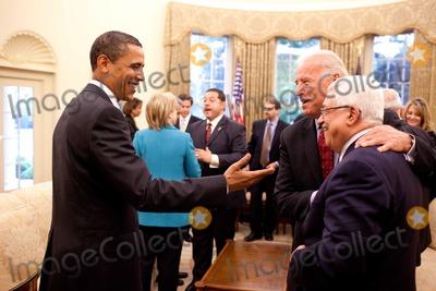 ABBA Photo - Washington DC - May 28 2009 -- United States President Barack Obama and Vice President Joe Biden speak with Palestinian Authority President Mahmoud Abbas (Abu Mazen) in the Oval OfficeMANDATORY PHOTO CREDIT Pete SouzaWhite House-CNP-PHOTOlinknet