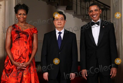 Alex Wong Photo - WASHINGTON DC - JANUARY 19  US President Barack Obama (R) and first lady Michelle Obama (L) pose for the official photo with Chinese President Hu Jintao at the Grand Staircase of the White House January 19 2011 in Washington DC Obama is hosting a state dinner for Hu this evening  (Photo by Alex WongGetty Images)