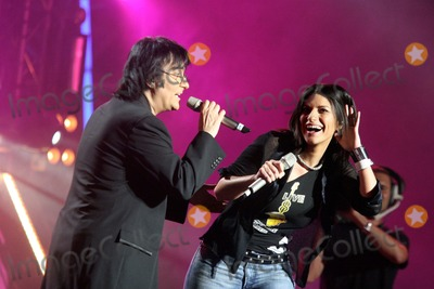 Circo Photo - ROMA  2th july 2005  Live 8 Concert in Circo Massimo  LAURA PAUSINI with  RENATO ZERO  ELISABETTA VILLA