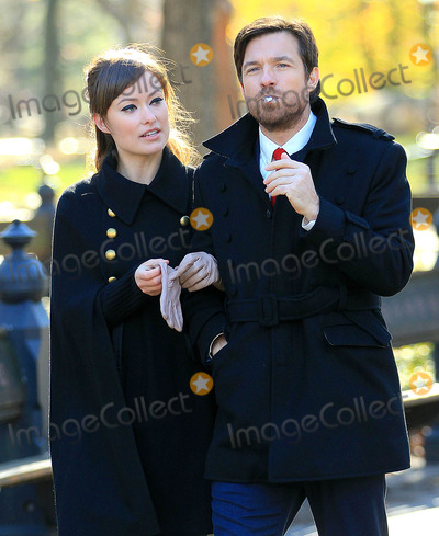Justin Bateman Photo - Photo by Jackson Leestarmaxinccom2011ALL RIGHTS RESERVEDTelephoneFax (212) 995-119612111Olivia Wilde and Justin Bateman on the set of The Longest Week(Central Park NYC)