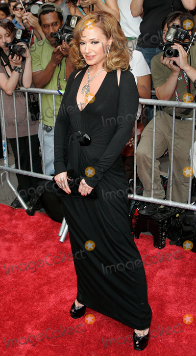 Leah Remini Photo - Photo by Jackson Leestarmaxinccom200772607Leah Remini at the premiere of El Cantante(NYC)